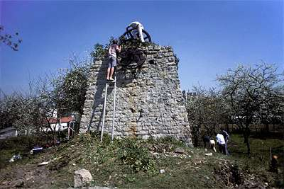 03 1984 : Débroussaillage de la pile Ouest