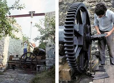 19 1990 : Construction du tambour, mise en place de la roue dentée et des aiguilles de serrage.