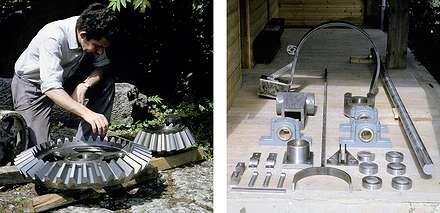24 1992 : Pièces mécaniques fabriquées ; à gauches l'engrenage à renvoi d'angle, à droite, les autres pièces du manèges, la grande barre de transmission n'est pas montrée