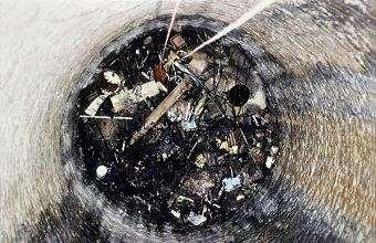 01_1993 Le puits comblé sur 10 mètres de hauteur.