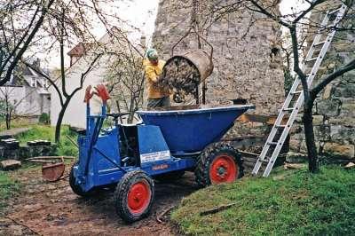 03 1993 Transport des déchets avec le tracto-pelle.