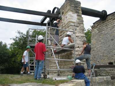 24 Chantier d'été de restauration de la pile Ouest.