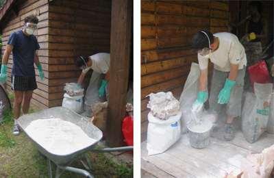 25 Préparation du mélange plâtre-chaux.