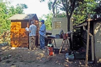 27 2005 Construction des abris WC et douche supplémentaires.